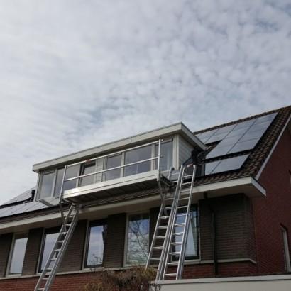 Zonnepanelen rondom dak opbouw